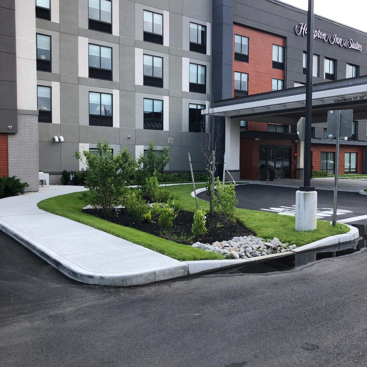 Hampton Inn & Suites Landscaping